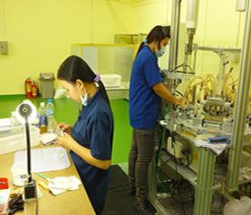特殊樹脂の成形機械の運転